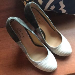 Mark and James badgley mischka shoes size 10